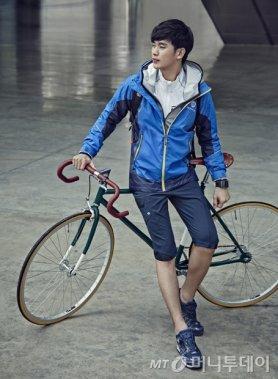 아웃도어룩도 완벽한 김수현