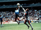 30년 전 오늘…'손'으로 넣은 축구 역사상 가장 유명한 '골'