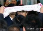 '청문회 출석' 이재용, 기습시위에 깜짝