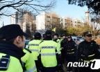 [사진]경비 삼엄한 박영수 특검 자택 앞