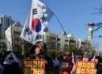 [사진]박영수 특검 자택 앞에서 열린 보수단체 집회