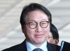 미소 짓는 최태원 회장, '묵묵부답'