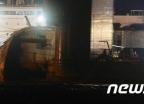 [사진]세월호, 반잠수식 선박에 선적중