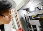 LG 'G6' 배터리실험실 가보니… &quot軍 작전 수행도 가능&quot