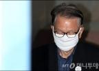 마스크 쓴 김기춘