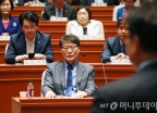 장하성 靑 정책실장, 민주당 의총 참석