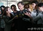 우병우, '국정농단' 관련 첫 공판 출석