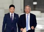 [사진]대법원 나서는 양승태 대법원장