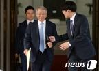 [사진]양승태 대법원장 '취재진 질문에는 묵묵부답'