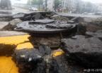 [포토is…]깨진 맨홀, 잠긴 스포츠카… '오전에 몰린 비' 인천 곳곳 침수