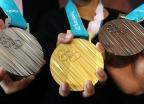 """[포토is…]""""한글·한복 아름다움 담아""""…평창올림픽 메달 공개"""