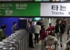 """'지하철 24시간' 찬반 목소리 """"회식 안 끝날까…"""""""