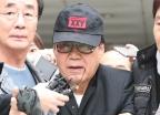 '대작 논란' 조영남 1심서 '유죄'… 집행유예