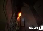 김포 아파트서 화재…탈출하던 60대 추락사
