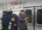 """""""휠체어 전용공간인 줄 몰랐어요"""" 지하철 타보니…"""