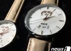 취임 후 '첫 생일' 文대통령, '이니 시계' 받는다