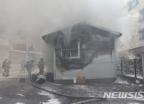 청주 초등학교서 담뱃불 부주의 화재…학생 870명 대피