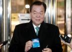 김경재 총재, 경찰 출석하며 꺼낸 카드