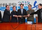 '동문-교우' 민병두 지인, 사퇴 철회 촉구 서명부 전달