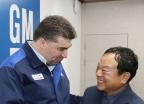[사진]웃으며 인사하는 카허 카젬 사장-문승 한국지엠 협력업체 대표