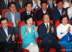 '압승 예상' 환호하는 더불어민주당