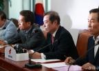 비대위 주재하는 김병준 위원장