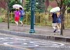[오늘 날씨]내륙 곳곳 '소나기'…폭염 누그러질까