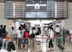 '하늘길 열리자 붐비는 김포공항 국내선'