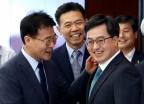 김동연-장하성, '웃음 가득'