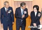 유남석 신임 헌재소장 '이석태·이은애 신임 재판관들과'