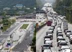 추석 연휴 '한산한 도심 vs 붐비는 도로'