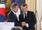 """""""도와달라""""… 프랑스에 공 들인 文, 왜?"""