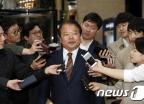 [사진]신한용 개성공단기업협회장 '방북단 모임 갑니다'