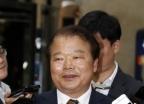 [사진]신한용 개성공단기업협회장 '방북단 모임 위해'