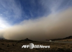 中동부 초미세먼지 '250' 초과… 모래폭풍, 한반도 영향 가능성