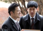 고발장 들고 검찰 출석하는 김태우 수사관