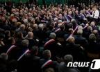 1 대 600 '사회적 대토론' 참석한 마크롱