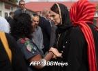 '히잡' 쓴 뉴질랜드 총리…테러 후 돋보인 위기 대처 능력