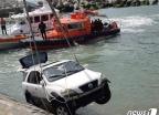 거제 여차항 바다에 승용차 추락…30대 운전자 사망