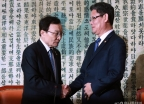 김연철 신임 통일부 장관, 이해찬 민주당 대표 예방