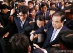 국회의장실 점거한 자유한국당...文 탈진 병원행
