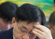 홍기택 AIIB부총재 거취놓고 고민빠진 정부
