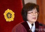 [꿀빵]'박근혜 파면' 선언한 이정미 재판관, '헤어롤' 연관검색어 왜?
