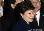 """[꿀빵]'박근혜 미소'에 """"소름끼쳐""""…분노 눌러담은 민주당 브리핑"""