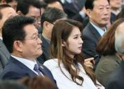 [꿀빵]문재인 아내 김정숙과 손 맞잡은 '야구여신' 박기량