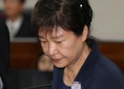 [꿀빵]한때 '패셔니스타' 박근혜, 검찰·법원에선?…같은 스타일 다른 아이템