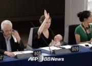 4개월 된 아기 안고 국회에서 연설한 女의원