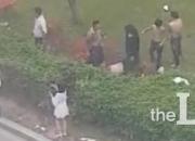 """""""괜히 나섰다가…"""" 싸움도 못 말리는 경찰들"""