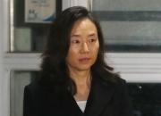 '블랙리스트' 조윤선 석방…태극기·성조기 속 귀가