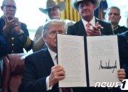 트럼프, 상하원 통과 비상사태 저지 결의안에 '거부권'(종합)